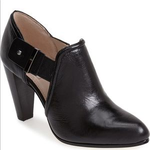 TAHARI Black Leather Cut Out Bootie 9